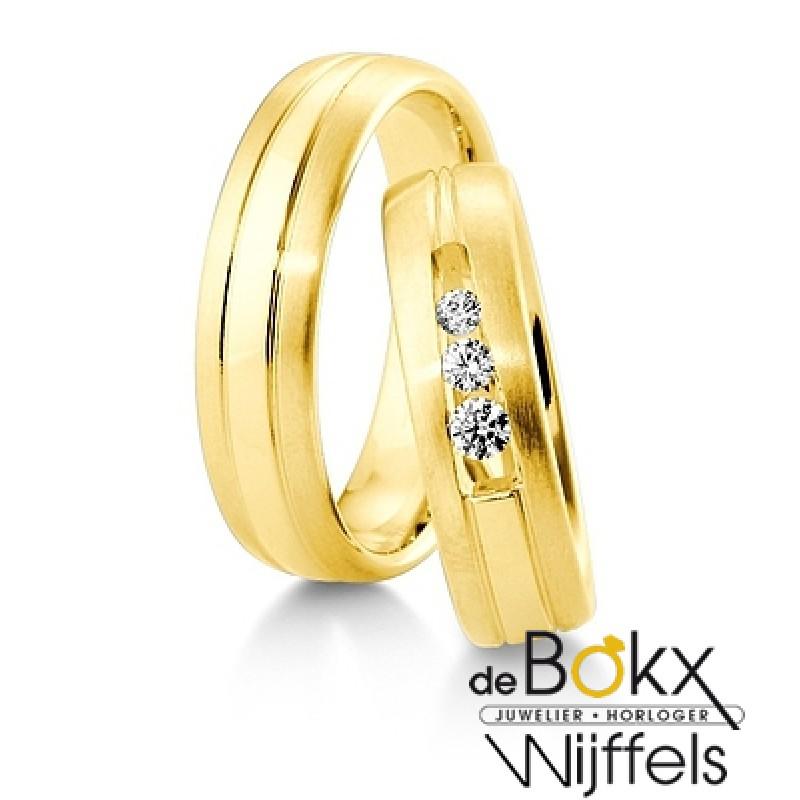 Brede Breuning trouwringen geelgoud - 56631