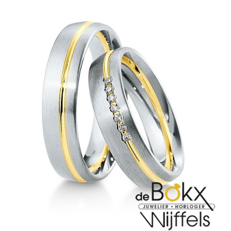 Bicolor geel- en witgouden trouwringen met diamant van Breuning 8k - 56632