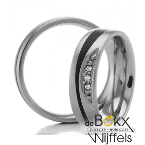 Titanium trouwring met carbon en 3 diamanten 52553 - 56225